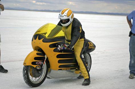The World's Fastest Moto Guzzi V7 Sport - Salt Flats