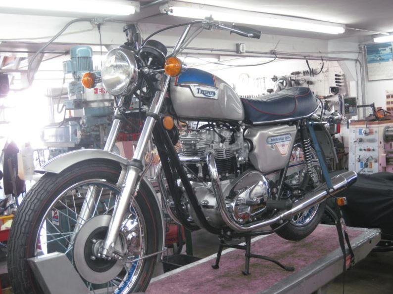 Triumph Bonneville Silver Jubilee - Left Side