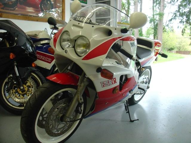 Yamaha FZR750R OWO1 - Front Left