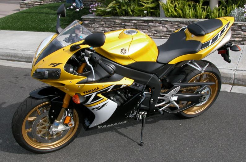 Yamaha R1 LE - Left Side