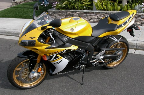 Yamaha R1 Limited Edition - Front Left
