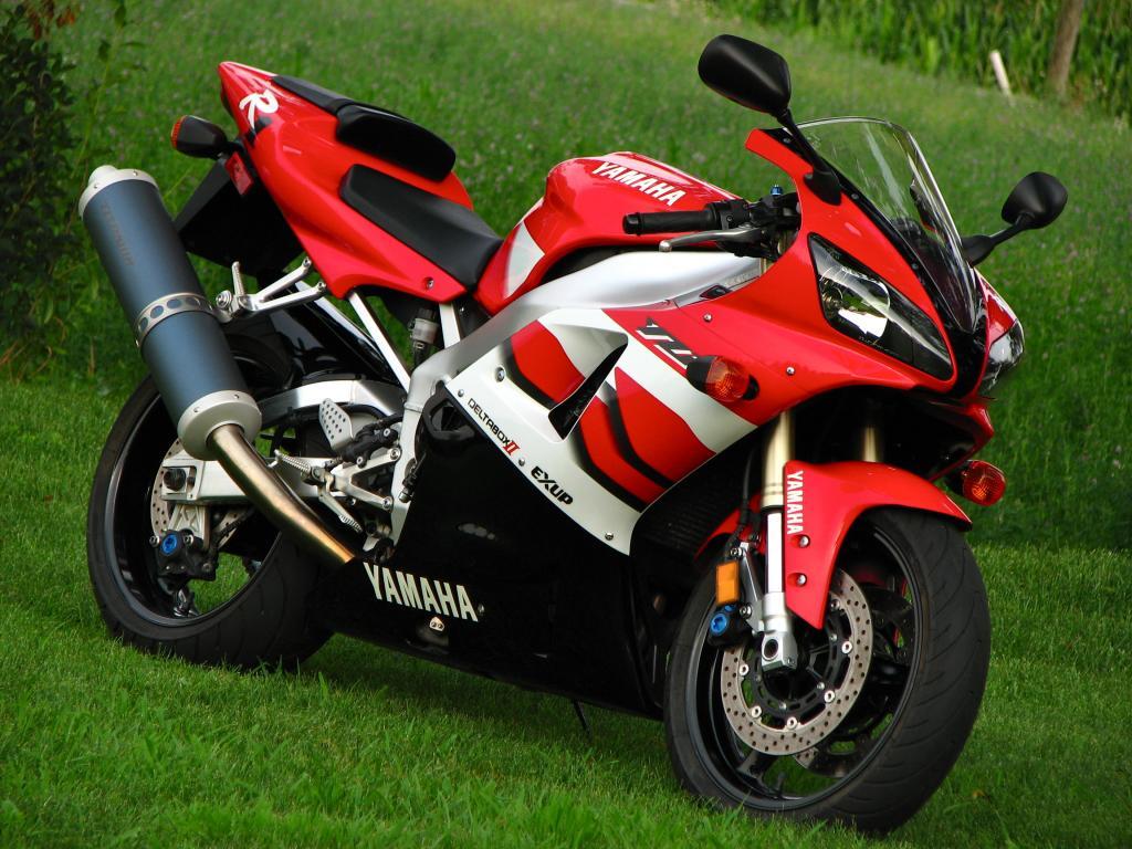 Immaculate Fireblade Killer 2000 Yamaha R1 Bike Urious