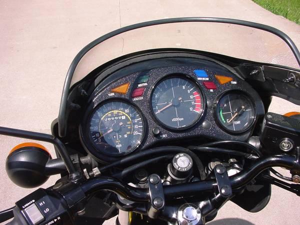 Yamaha RZ350 Kenny Roberts - Cockpit