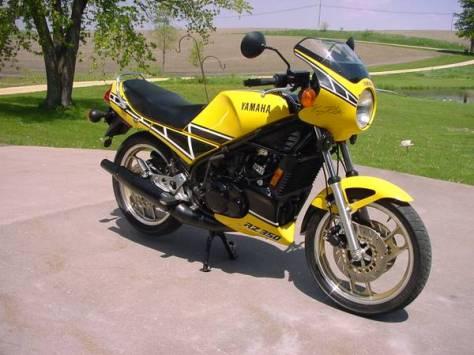 Yamaha RZ350 Kenny Roberts - Front Right
