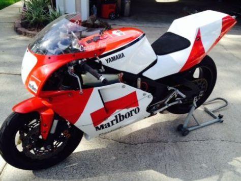 Yamaha RZ500 - Front Left