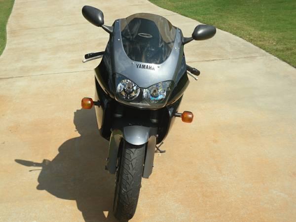 Yamaha YZF1000R - Front