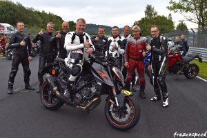 Motorrad-gänget, bakom Gerry från vänster: Tuomo Isotalo, Jan Arvidsson, Linus Bankler, Lars Ask, Enrico Montebovi, Jan Carlberg, Fredrik Engström och Per-Arne Svanberg.