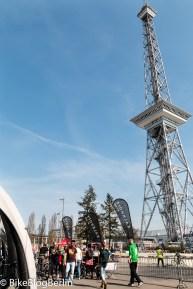 Außengelände mit Testparcours unter dem Funkturm