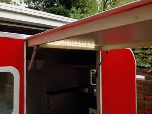 Multifunktions-Licht: Bei geöffneter Tür eine Gartenbeleuchtung, bei geschlossener Tür das Deckenlicht.