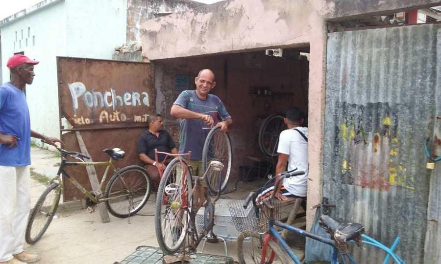 Bike repair shop in Cuba