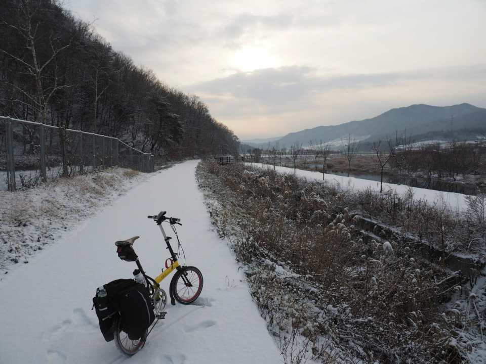 A snowy bike ride from Seoul to Busan in Korea