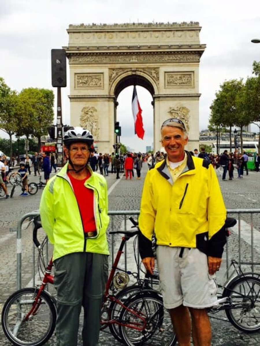 Biking to the Arc de Triomphe de l'Étoile in France
