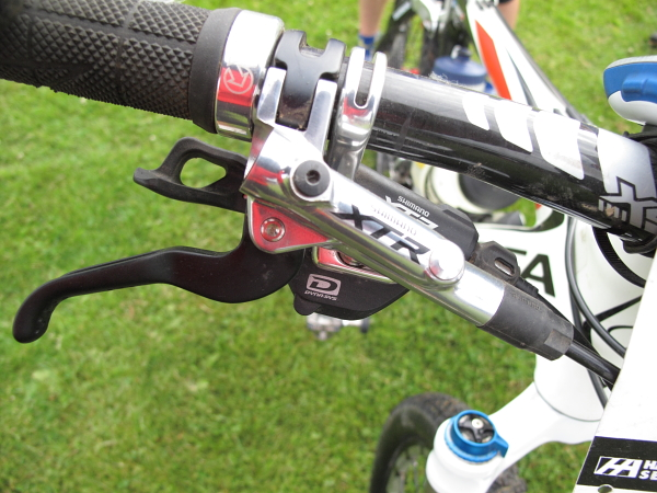 The long rocky descents are the perfect proving ground for the redesigned XTR brakes.