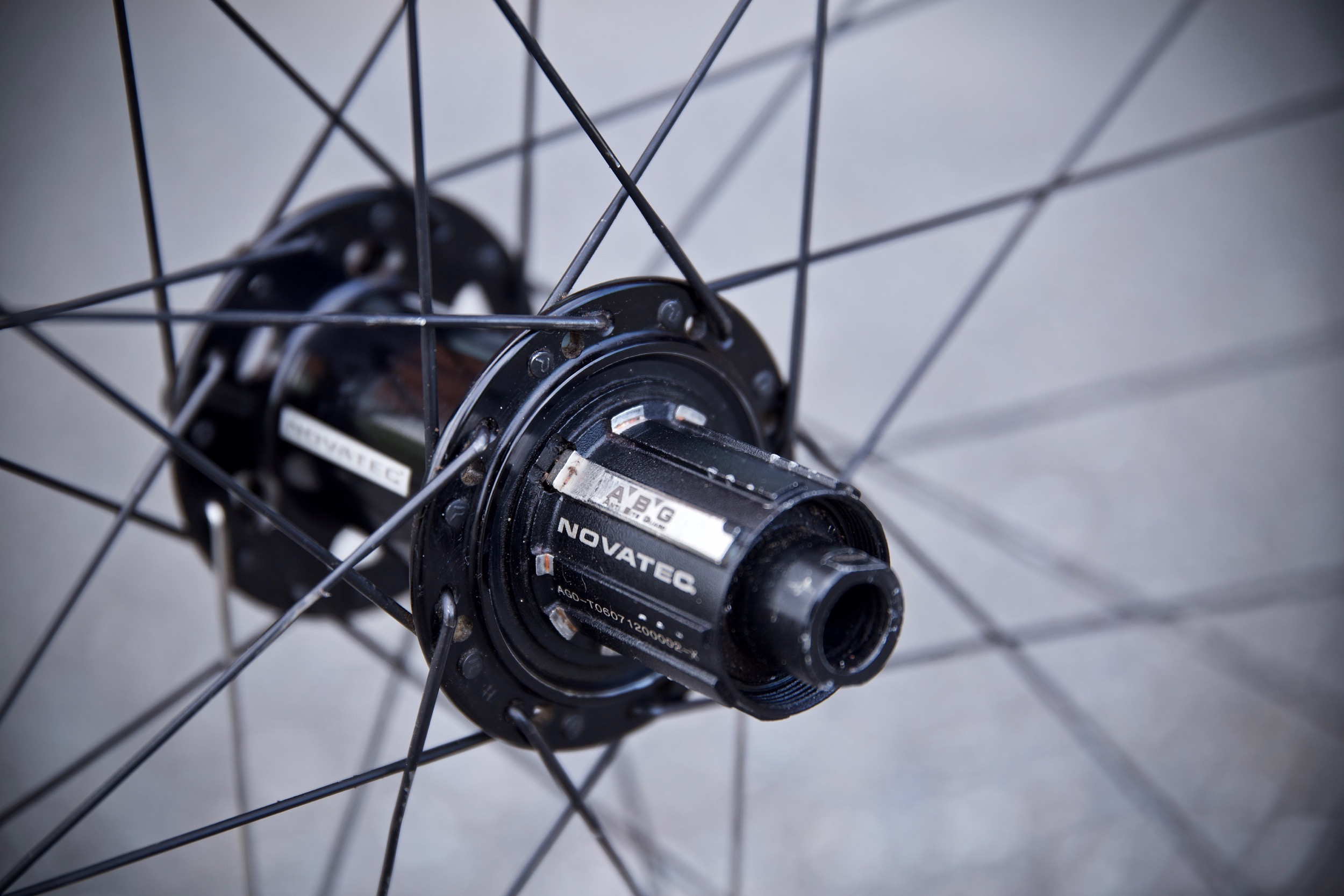 Versus: Bontrager Kovee Elite 23 vs  Novatec Alpine | BIKE