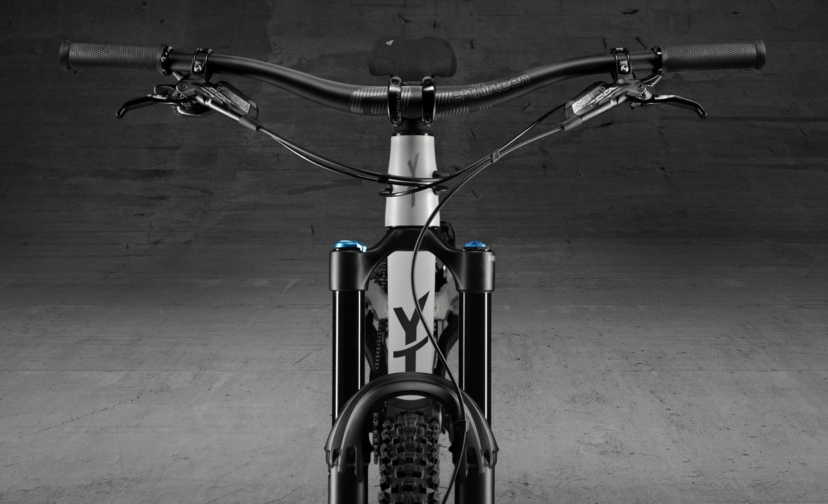 YT Capra Shred front