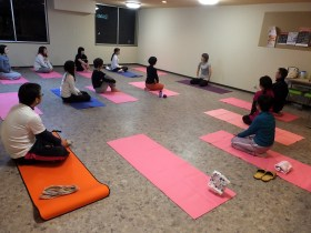 日本人350万人がヨガや瞑想にハマる理由とメリット