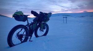 Winter bikepacken in de sneeuw