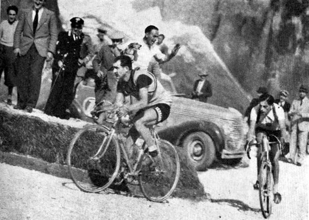 1940 Giro d'Italia: Gino Bartali leads Fausto Coppi