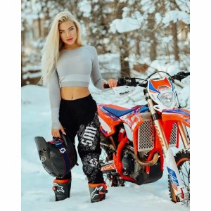 GIRL BIKERS ARE AWESOME ❤️ Hottest Biker, Biker Chicks, Moto Girls 😳 Dirt Bike Girls, Super Bike