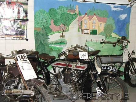 motorcycle-mechanic012