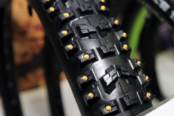 Innova monster dh studded tires (2)