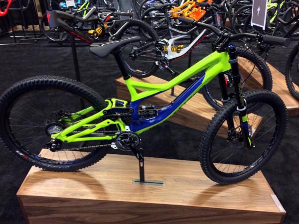 2015-specialized-demo-650B-downhill-mountain-bike-mountain-bike01