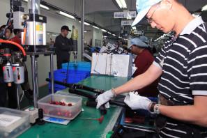 SRAM Taiwan Factory Tours Suspension Shifters Derialleurs Carbon production049