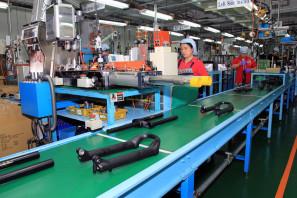 SRAM Taiwan Factory Tours Suspension Shifters Derialleurs Carbon production051