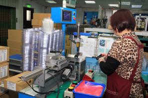 SRAM Taiwan Factory Tours Suspension Shifters Derialleurs Carbon production068