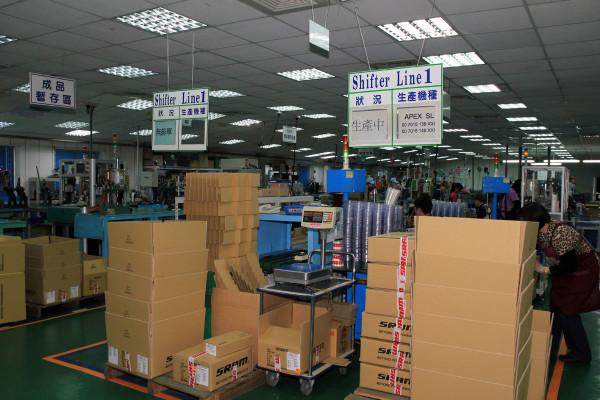SRAM Taiwan Factory Tours Suspension Shifters Derialleurs Carbon production072