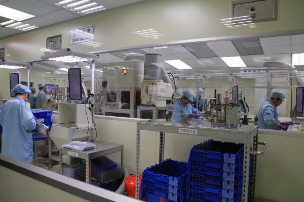SRAM Taiwan Factory Tours Suspension Shifters Derialleurs Carbon production073