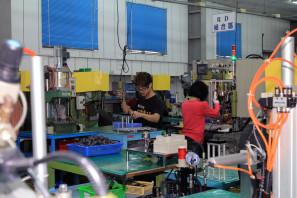 SRAM Taiwan Factory Tours Suspension Shifters Derialleurs Carbon production085