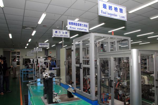 SRAM Taiwan Factory Tours Suspension Shifters Derialleurs Carbon production117