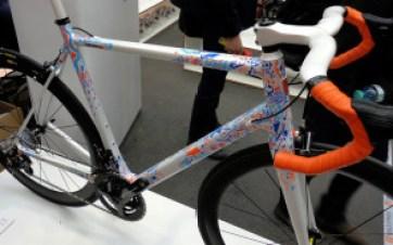 BFS15_Velocipedo_Cycle-Art_artist-Wasja-Gotze_handpainted_carbon_road_frameset