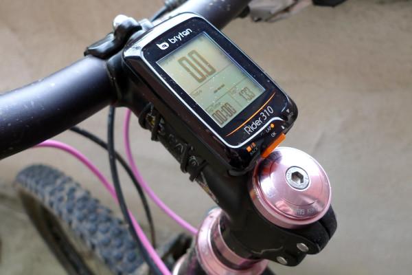 Bryton Rider 310, budget GPS cycling computer, on Bryton o-ring mount