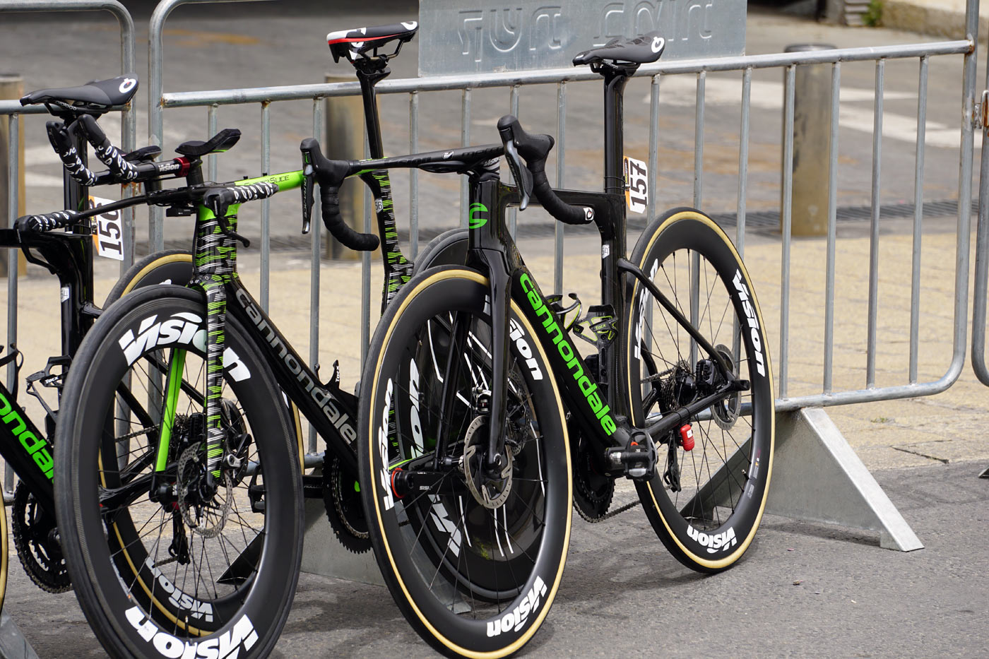 prototype cannondale aero disc brake road bike spotted at 2018 giro  d-italia under Drapac 269dc4113