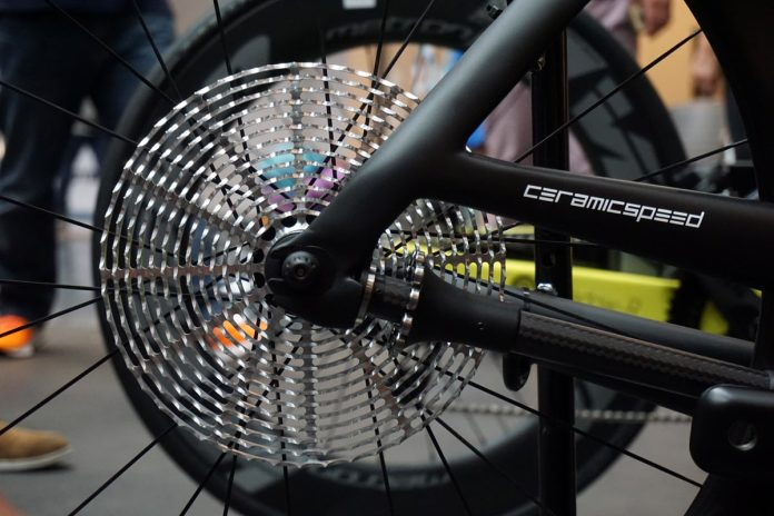 CeramicSpeed Driven concept shaft drivetrain with roller bearings and flat cassette driven by a carbon shaft