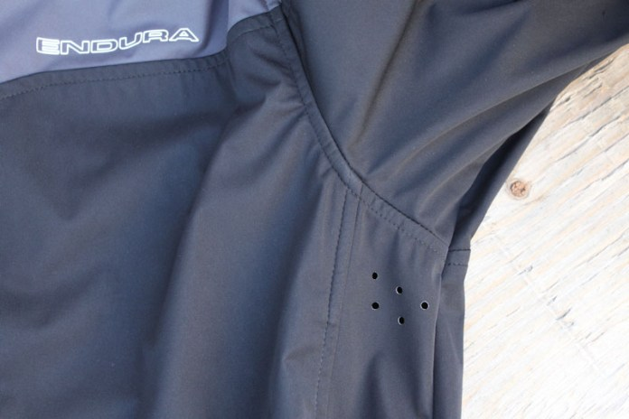 Endura-Singletrack-softshell-jacket, pit holes