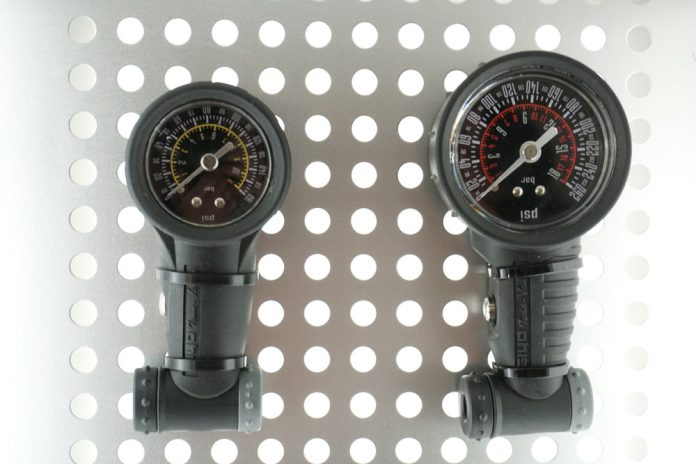 giyo high pressure tire gauges for road and track bikes
