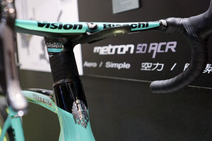 FSA Vision Metron ACR integrated stem steerer and headset combo hides all cables and hoses inside stem fork and frame for better aerodynamics