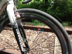 The wide rim of the 3T Accelero 40 is a good platform for mounting wide cyclocross tires.