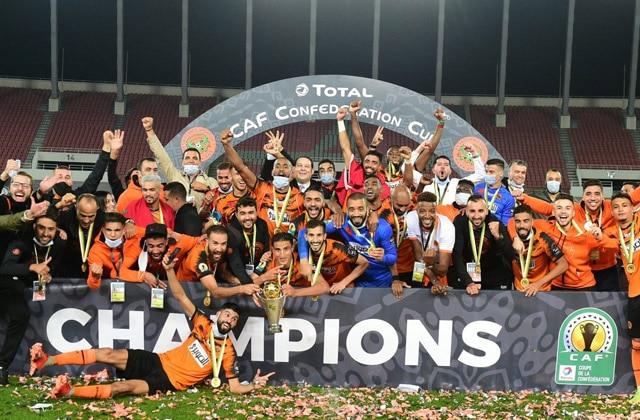 فريق نهضة بركان يُتوج لأول مرة في تاريخه بكأس الكونفدرالية الإفريقية لكرة القدم