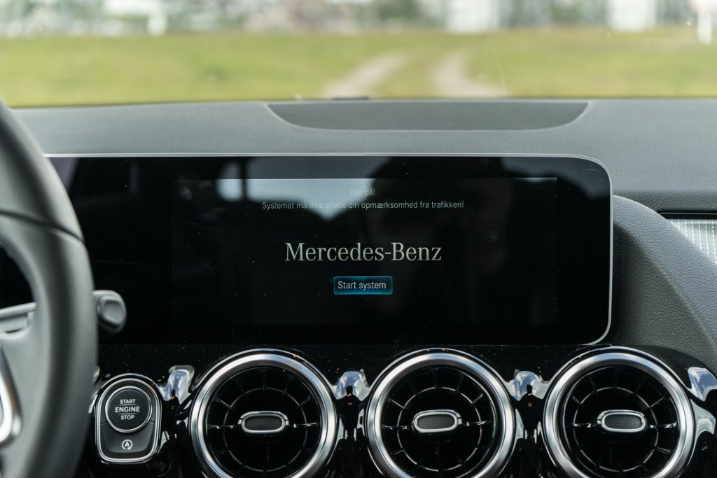 Mercedes-Benz B 180 infotainment