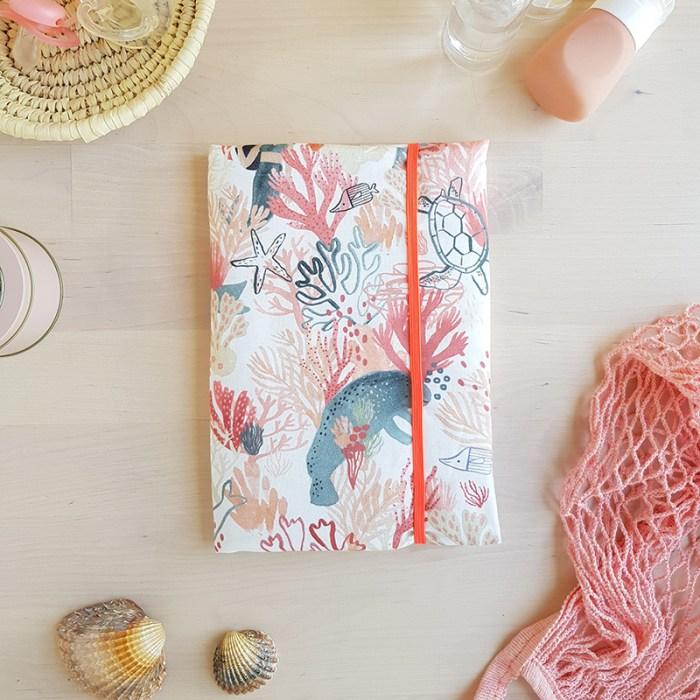 idee cadeau naissance personnalise bebe fille lyon rose sirene corail fait main createur lyon bilboquet