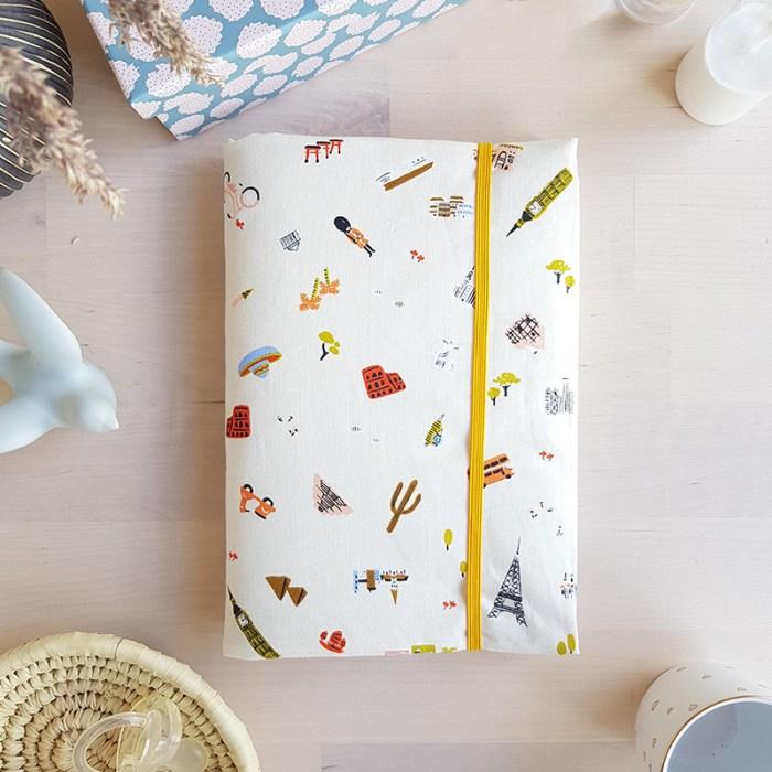 housse carnet sante bebe unisexe beige cadeau naissance maternite voyage