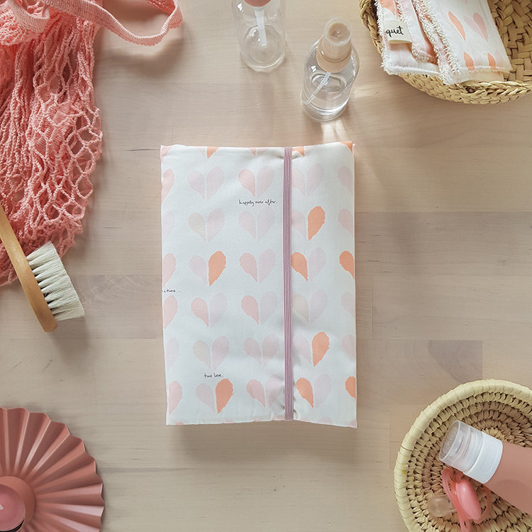 housse protege carnet sante rose bebe fille coeur liste cadeau naissance made in france oekotex corail lyon bilboquet kids
