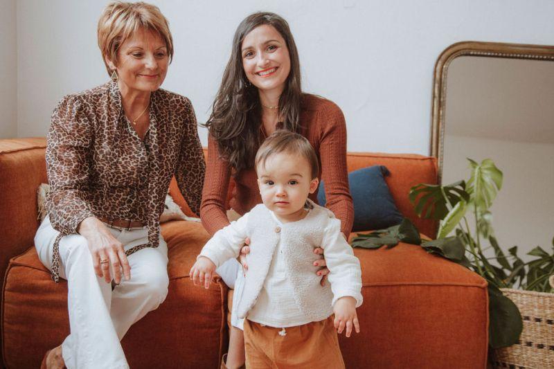 mamie maman grand parent grand mere cadeau naissance photo famille lyon createur bilboquet enfant bebe garcon fille