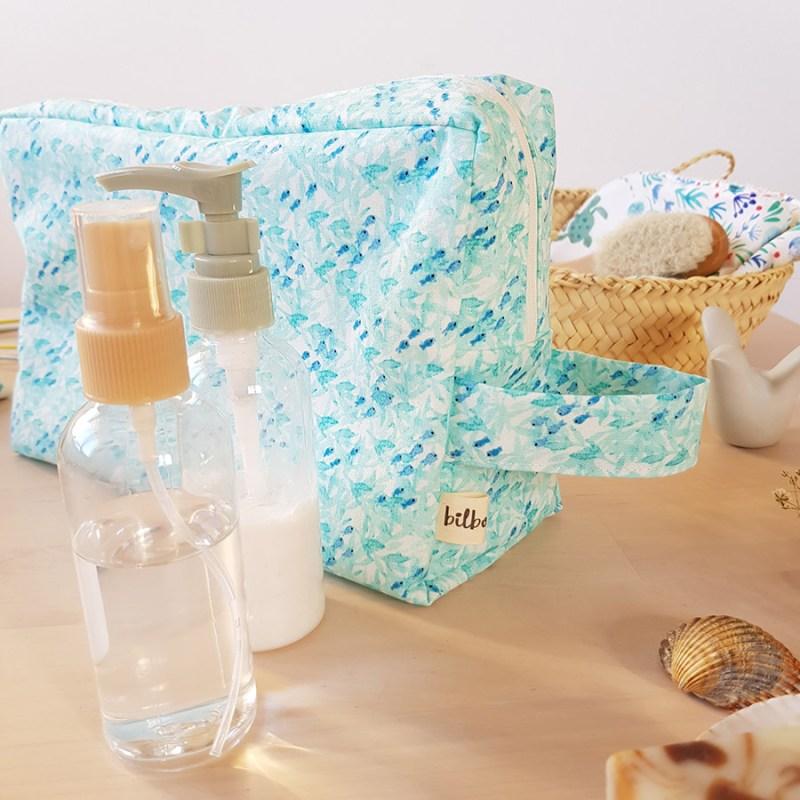 trousse toilette poignee anse bleu turquoise made in lyon bilboquet cadeau createur original