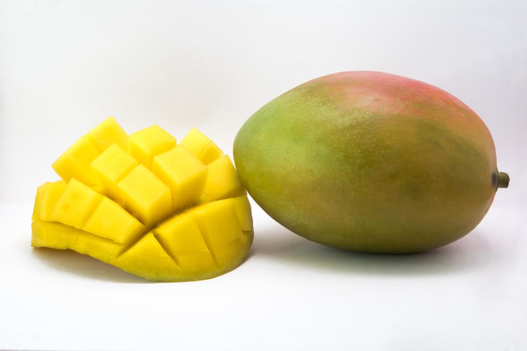 Mango y mango cortado bilcosa mercabilbao frutas tropicales