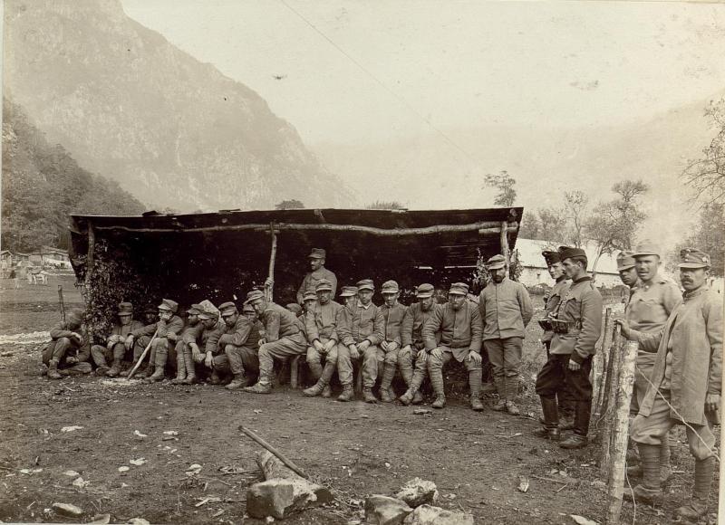 Italienische Kriegsgefangene im Lager Pologar